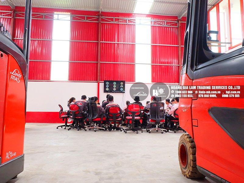 Nhân viên Kỹ thuật HGL tham dự training dòng xe nâng VNA Linde A
